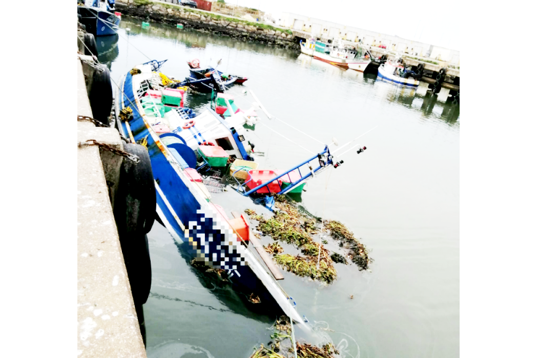 Barco Atracado No Porto De Pesca Da Figueira Da Foz Afundou Sem Provocar Vítimas