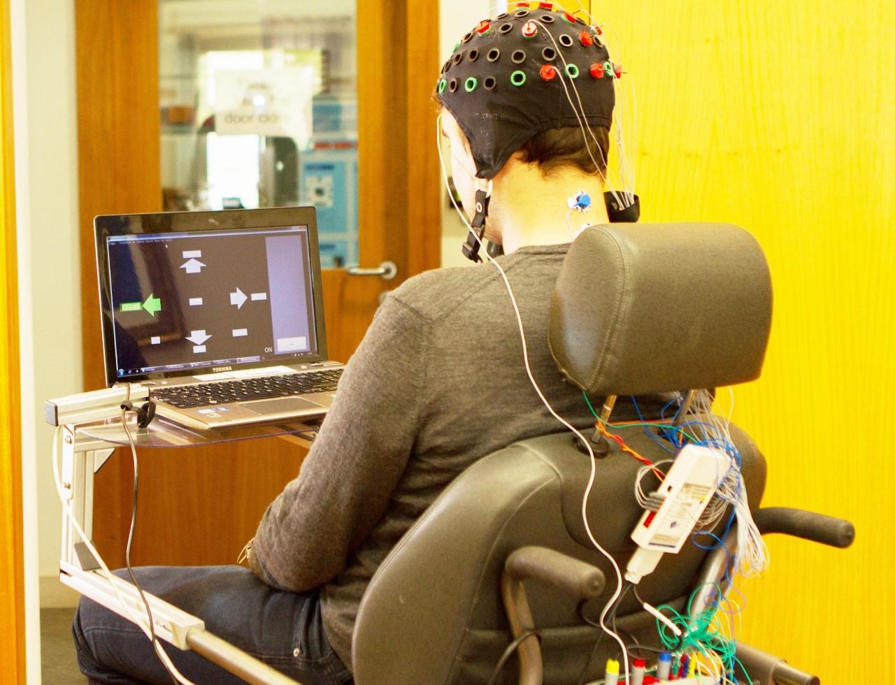 Sistema Que Controla Cadeiras De Rodas Através Do Cérebro Desenvolvido Em Coimbra