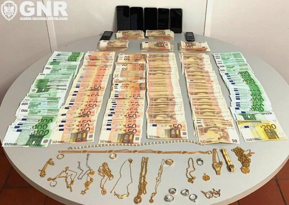 GNR Recupera 70 Mil Euros Em Dinheiro E Vários Artigos Roubados Em Assalto A Habitação Em Pombal