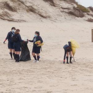 Crianças Celebram Dia De Limpeza Costeira Na Praia Marítima Do Carriço
